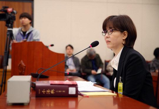 문 대통령, 이미선·문형배 헌법재판관 임명… 한국당, 장외투쟁 예고